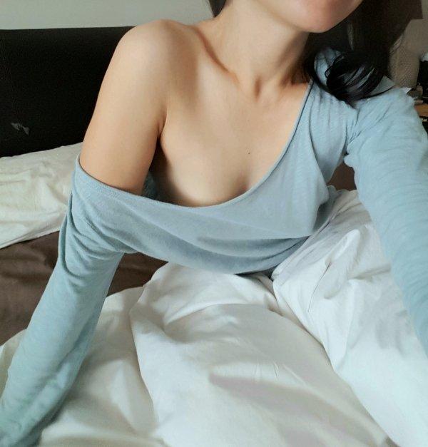Девушки в пижамках и спальных шортах  (39 фото)