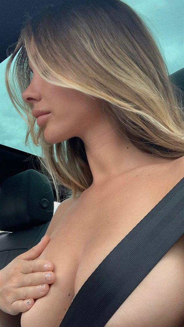 30 фото девушек с прикрытой грудью руками