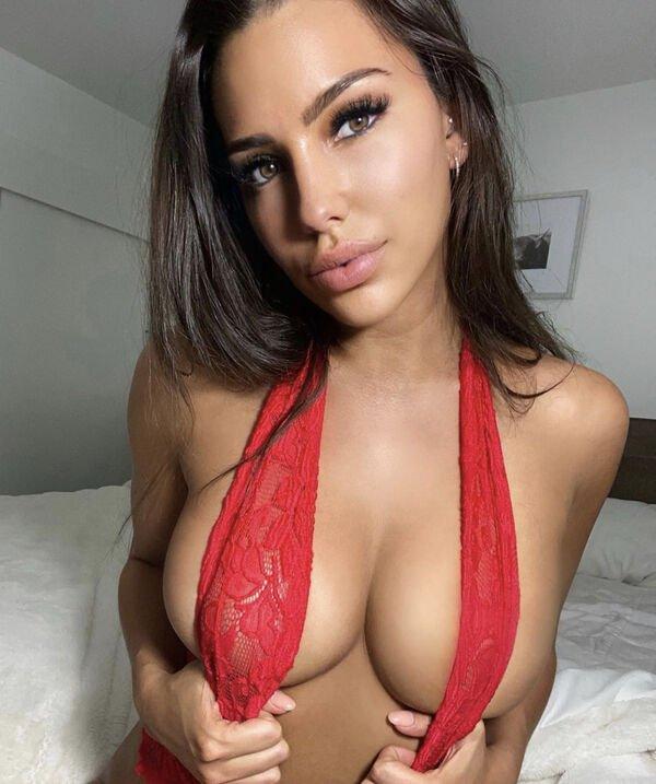 Красивые девушки сбоку (30 фото)