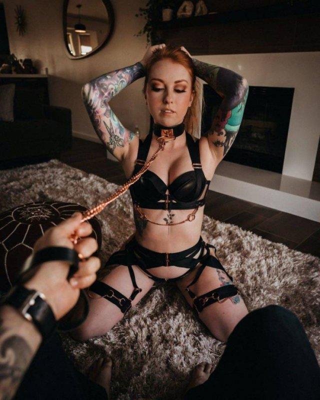 Привлекательные девушки с татуировками (51 фото)