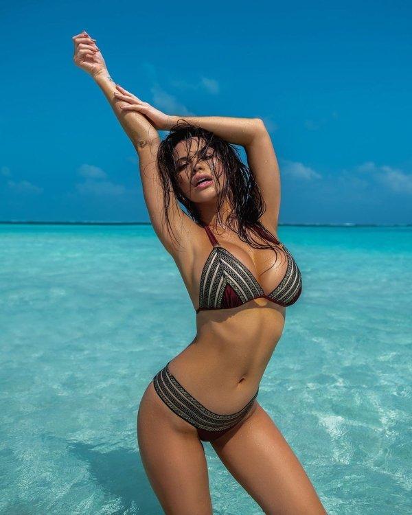 Красотки на пляже (44 фото)