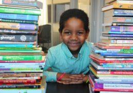 Шестилетний ребенок создал библиотеку для беспризорных детей