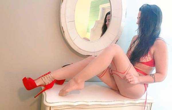 Горячие девушки с красивыми ногами (37 фото)