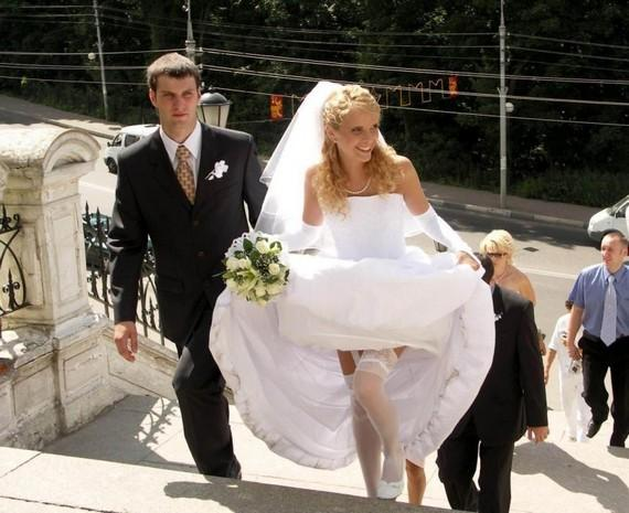 Засветы невест: Что находится под свадебным платьем