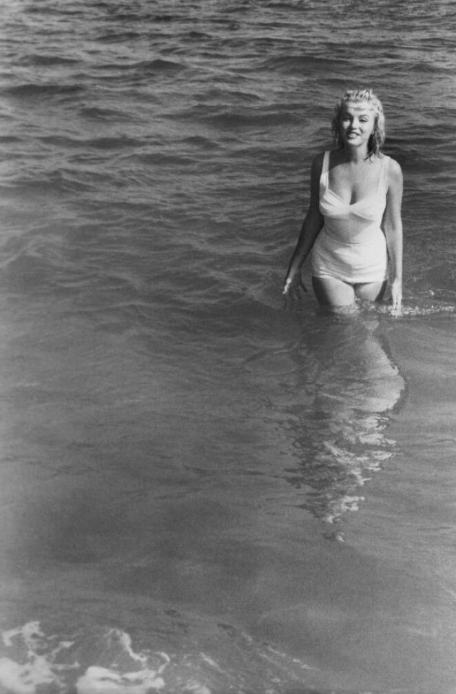 Самая знаменитая фотосессия Мэрилин Монро на пляже в 1957 году!