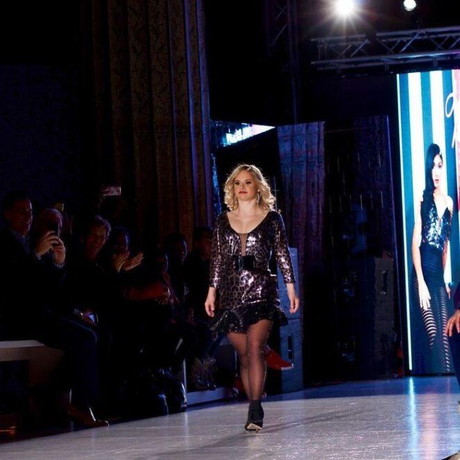 Модель с синдромом Дауна потрясла весь мир моды!